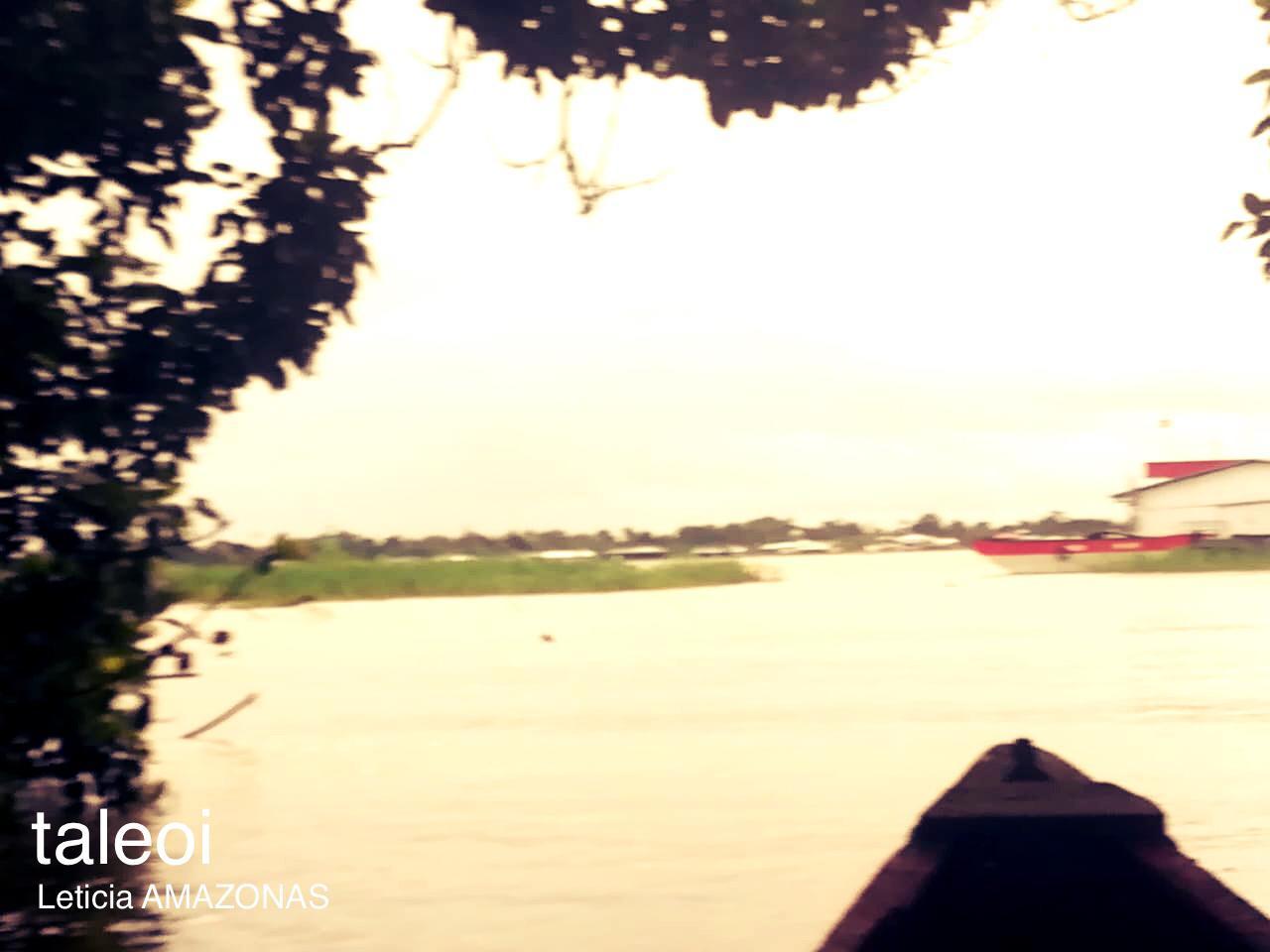 Canoa entrando Leticia Amazonas