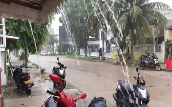 Calles de la ciudad lloviendo