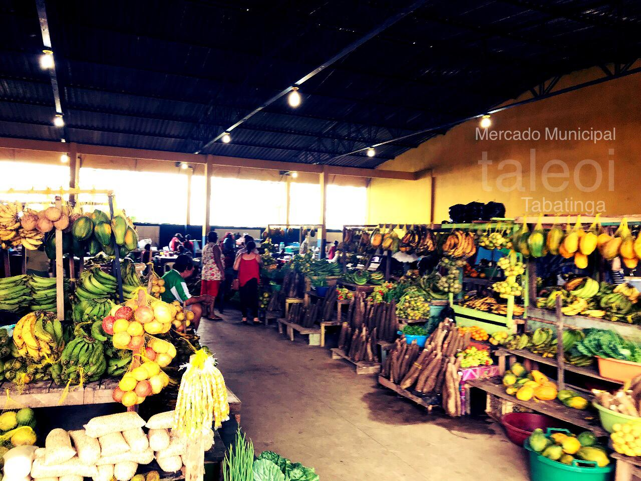 Pessoas em Mercado Municipal