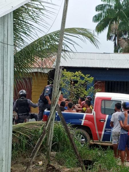 Polícia Militar prendeu 6 homens em uma casa