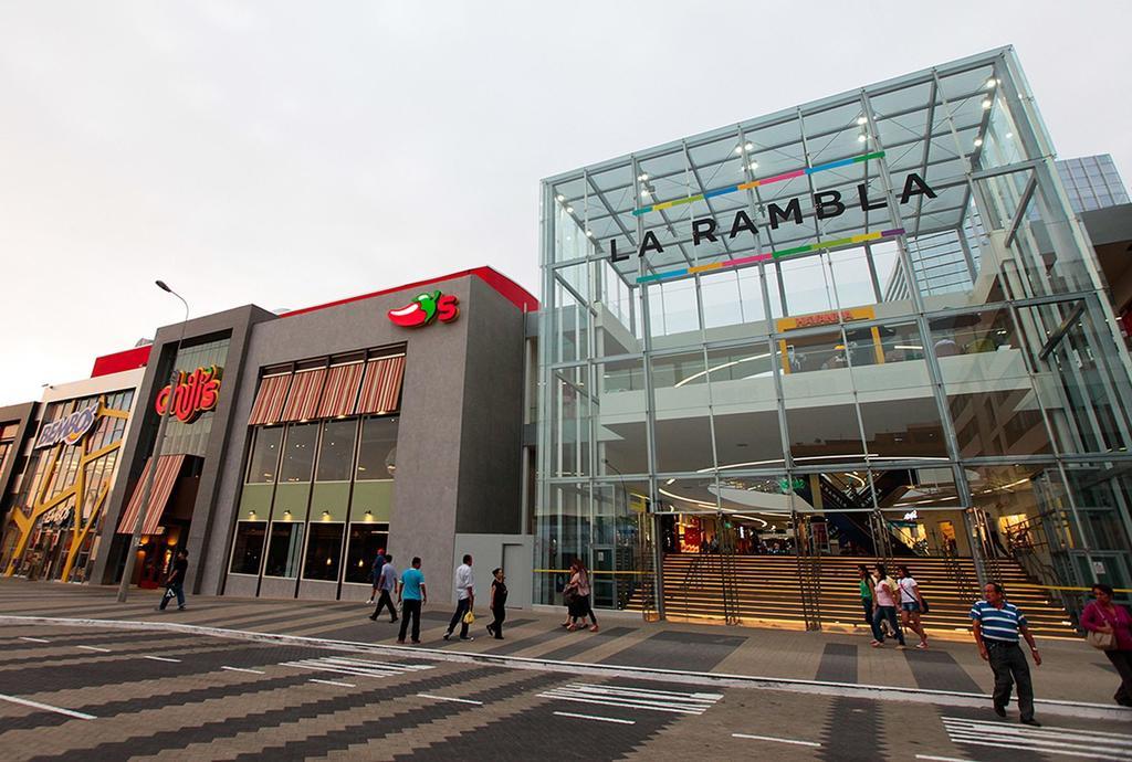 image for Perú supera a Italia en casos positivos de COVID-19 y  reaperturan centros comerciales
