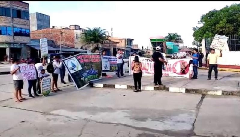 image for Grupos sociales realizaron una protesta frente al gobierno regional de Loreto