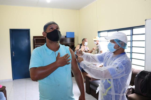 image for Prefeito anuncia vacinação para maiores de 18 anos contra a Covid-19