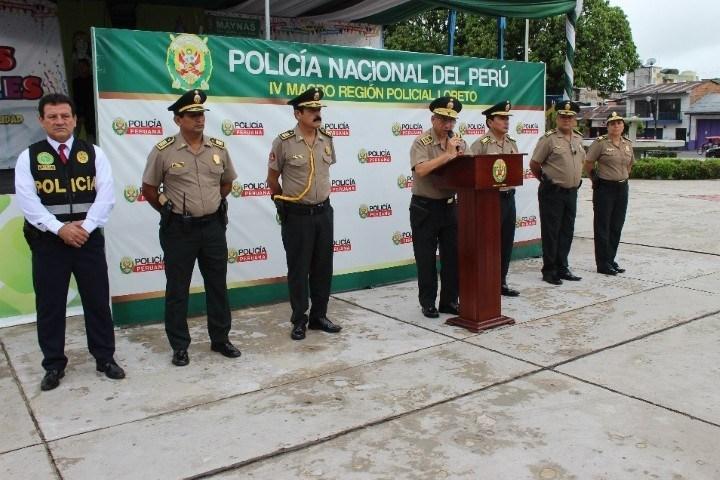 Miembros altos de la policia en rueda de prensa