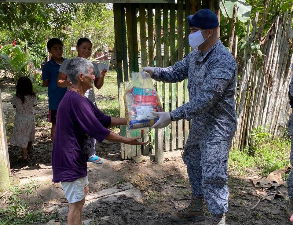 image for Familias del barrios San Miguel de Leticia reciben ayudas