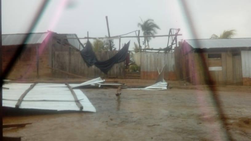 image for Forte tempestade deixou várias moradias sem telhado