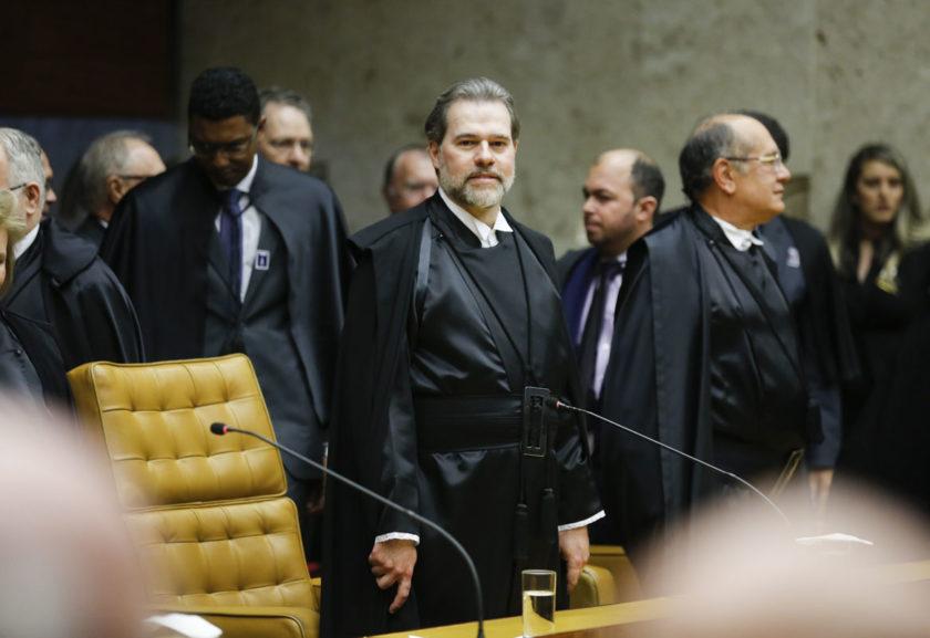 Pessoas em um tribunal