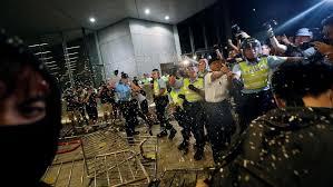 image for Violentas jornadas de Nochebuena y Navidad en Hong Kong
