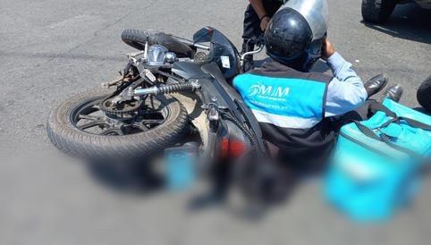 image for Mensajero en moto salva de morir