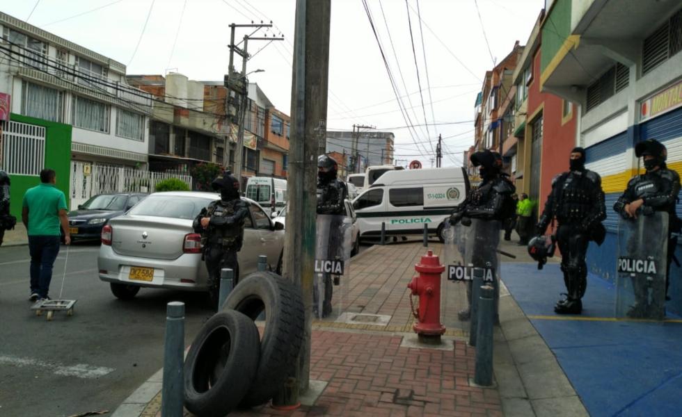 image for Fuga de más de 60 reclusos de una URI