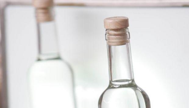 Dos botellas de pisco