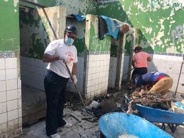 image for Municipio de Belén limpia terrenos de I E  Lily Vásquez