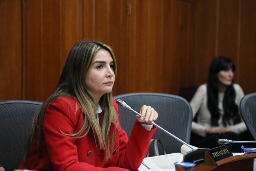 image for Senadora que impulso proyecto que prohibió el uso de asbesto