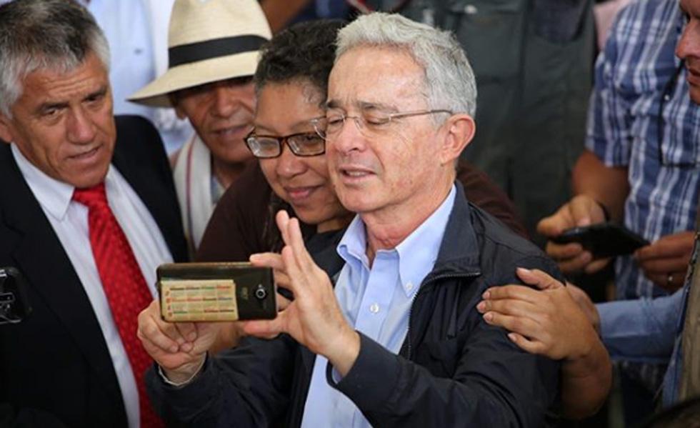 image for Uribe se mantiene libre pero ratifican que sí hubo imputación por presunto soborno