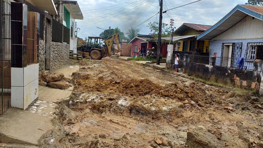 image for Prefeitura faz drenagem e terraplanagem na Rua 12 de Outubro