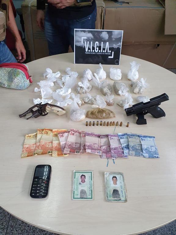image for Polícia prende dupla suspeita de comandar pontos de tráfico de drogas na Redenção