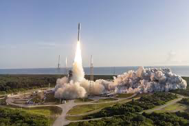 image for Boeing le pisa los talones a SpaceX