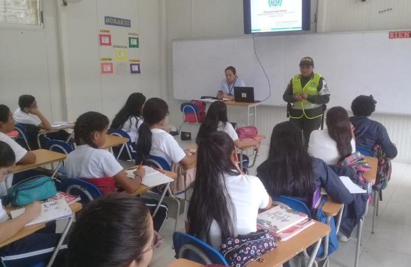Estudiantes en una aula de clases