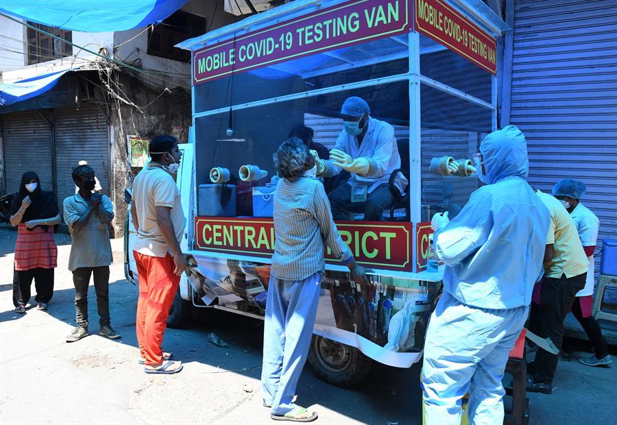 image for India hace apertura de los pequeños establecimientos de barrio