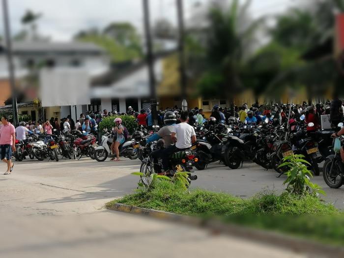 image for Personas reunidas en la calle 12 con carrera 10