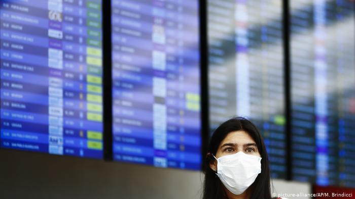image for Colombia y Perú restringen ingreso de extranjeros para contener el coronavirus