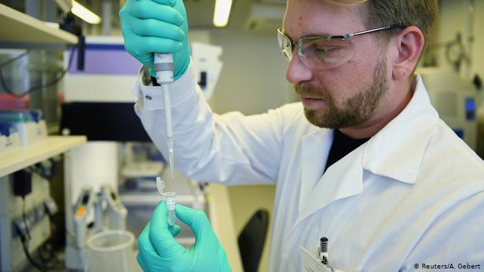 image for Vacuna alemana contra el coronavirus atraen a miles de voluntarios / Pruebas