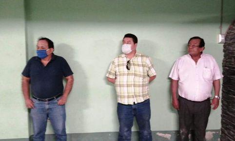 image for Alcalde casi es linchado por tomar licor en toque de queda