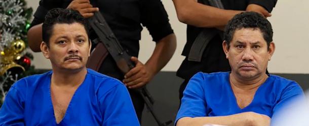 Politico opositor nicaragüense Chester Membreño de camisa azul