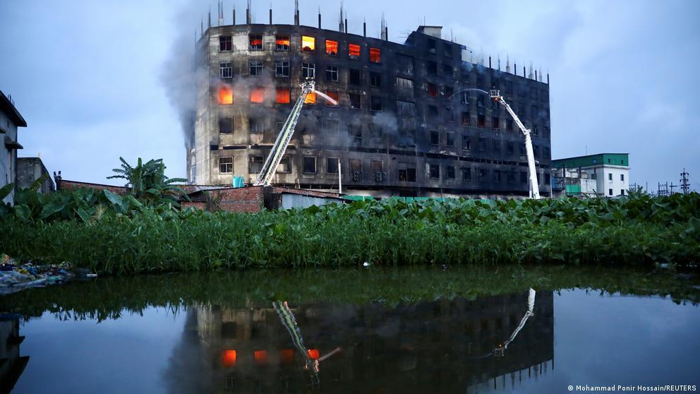 image for 50 muertos deja incendio en fábrica de Bangladesh