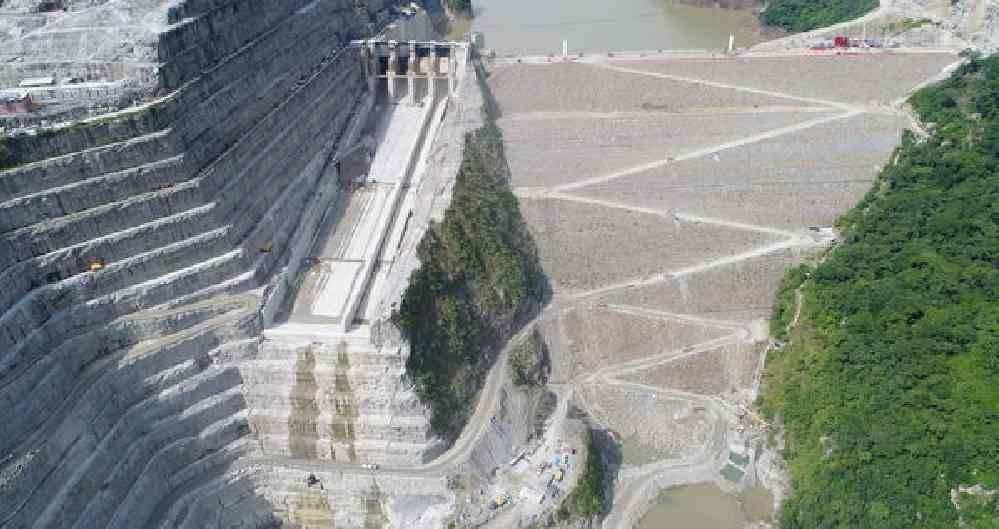 Hidroheletrica colombiana vista desde un avion