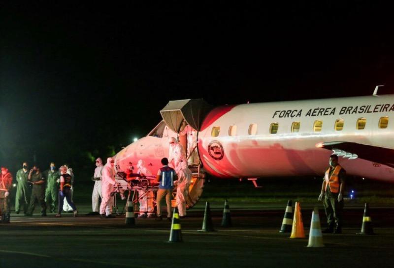 image for Governo transfere 16 pacientes em tratamento da Covid-19 para Goiânia