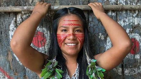 image for Indígena brasileña arrasa en TikTok mostrando costumbres de su comunidad