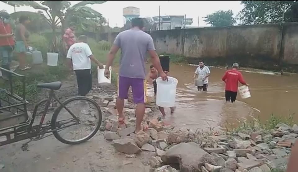 image for Pobladores de distintas partes de la ciudad buscan y utilizan aguas