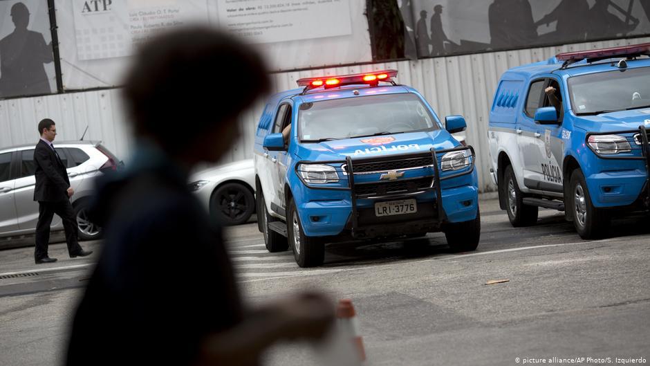 image for Esposa de Queiroz se entrega à polícia