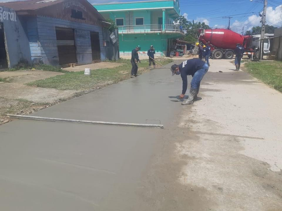 image for Prefeitura retomou pavimentação em concreto armado na Rua Fábio Lucena