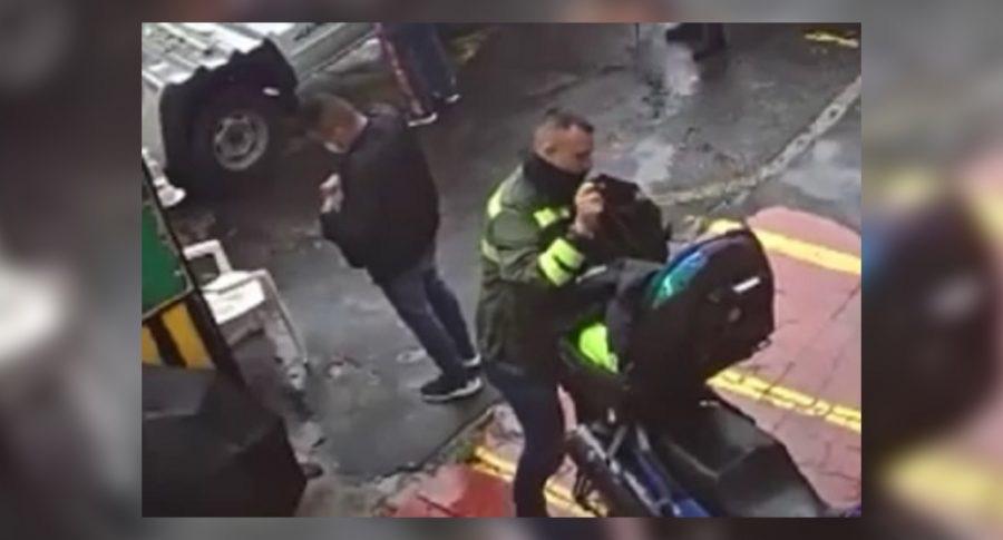 image for Sicario  se baja de un vehículo y les dispara