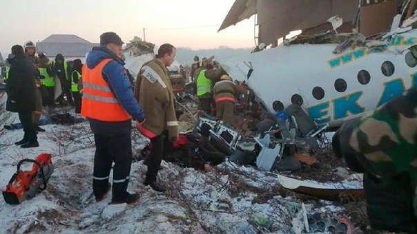 image for Avión con 100 pasajeros se estrella en Kazajistán