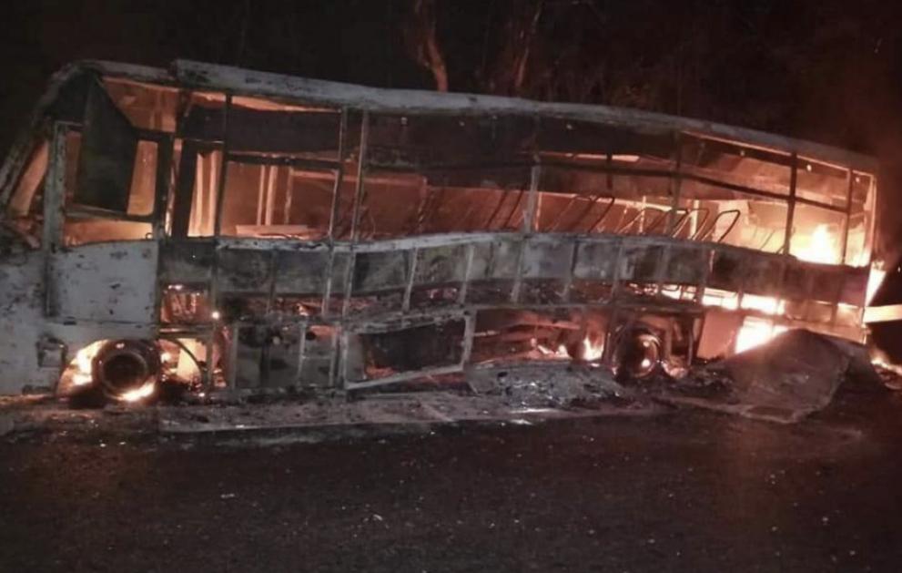 image for Eln ataca un autobús con pasajeros e incendia otro
