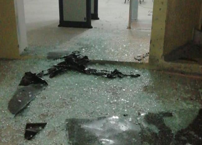 Area de estacion de policia despues de una bomba estallada