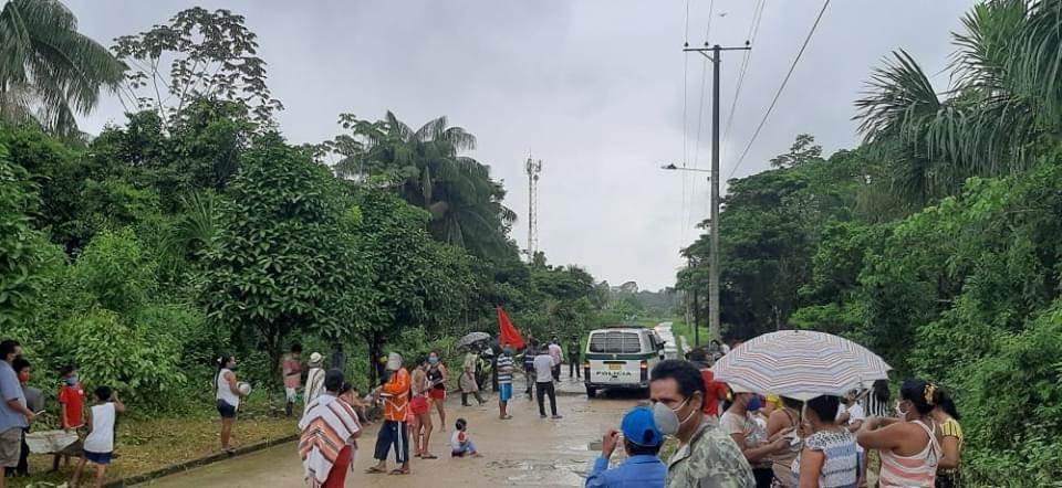 image for Habitantes del barrio Manguare salen a las calles en manifestación