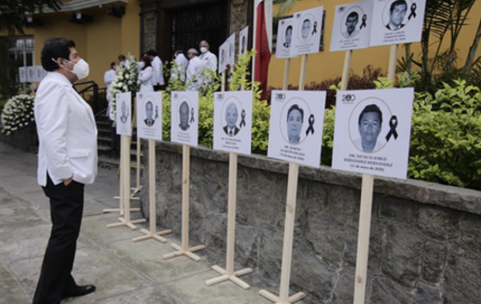 image for 33 médicos héroes de la pandemia del COVID-19