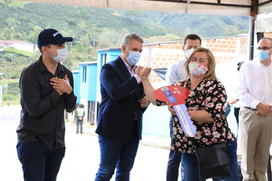 image for Gobierno impulsará la construcción de 1 700 viviendas en Caldas