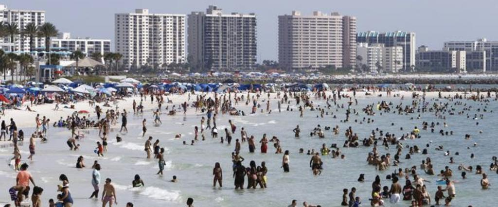 image for Multitudes en playas de EE UU