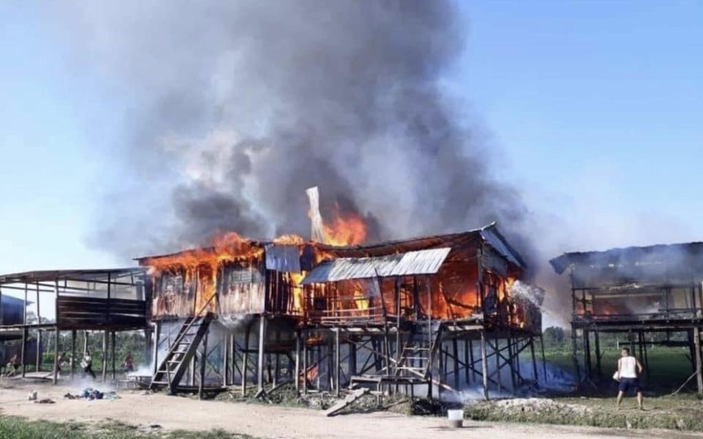 image for Incendio deja cinco casas en escombros