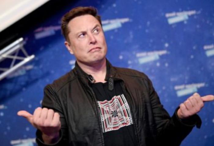 image for Elon Musk baja al tercer puesto de los más ricos del mundo / Bitcóin