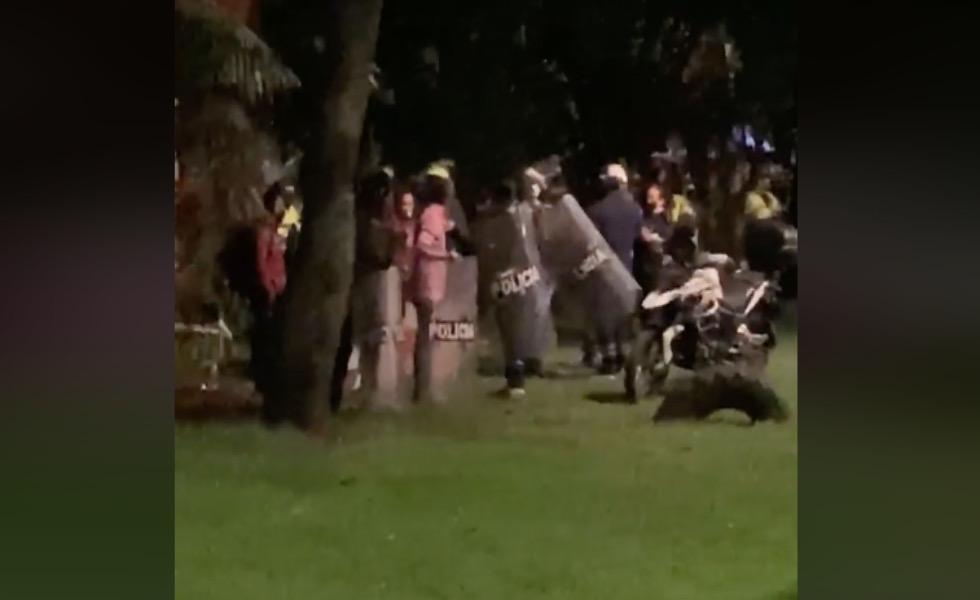 image for General niega que durante protestas hubiera policías vestidos de civil