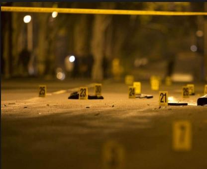 Escenas de accidente acordonada por policias