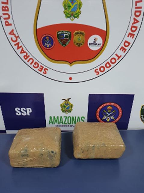 image for Homem é preso e 7 kg de drogas