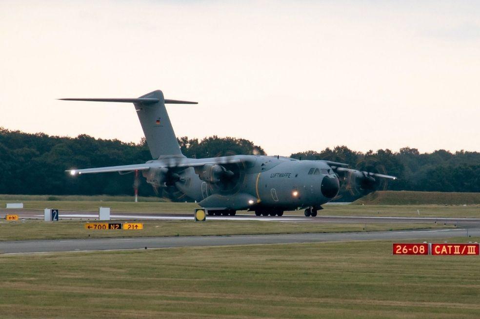 image for Avión de rescate alemán evacuó solo siete personas de Kabul