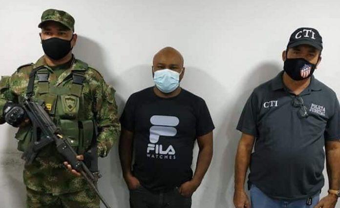image for Fiscalía detiene a locutor que golpeó a su expareja